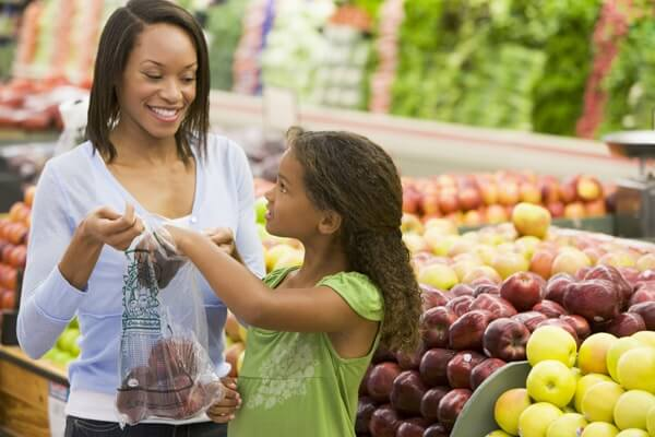 Service-Food-Market-Home-Row2-Family Shopping